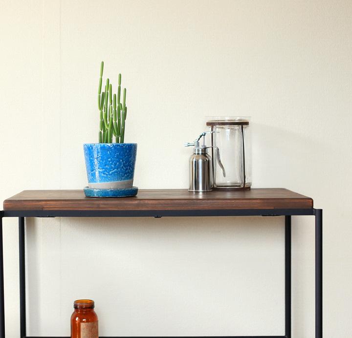 フォロトシアを陶器鉢に植えたイメージ